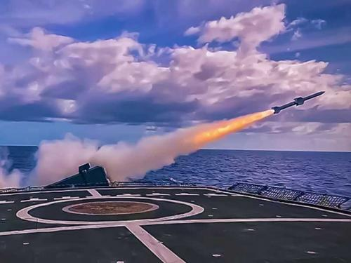 """Fragata """"Liberal"""" lança míssil antiaéreo """"Aspide"""" e conclui mais uma fase dos testes de integração do Projeto """"Fênix"""""""