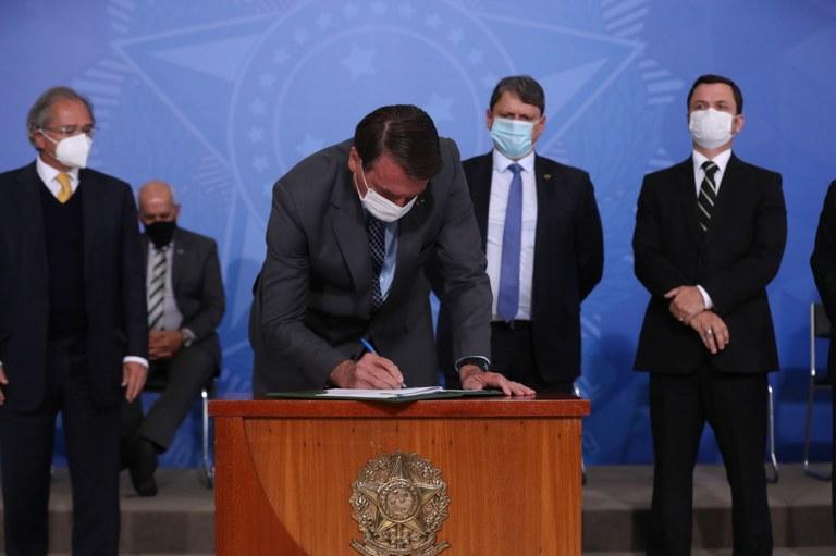 Governo lança programa para melhorar trabalho dos caminhoneiros