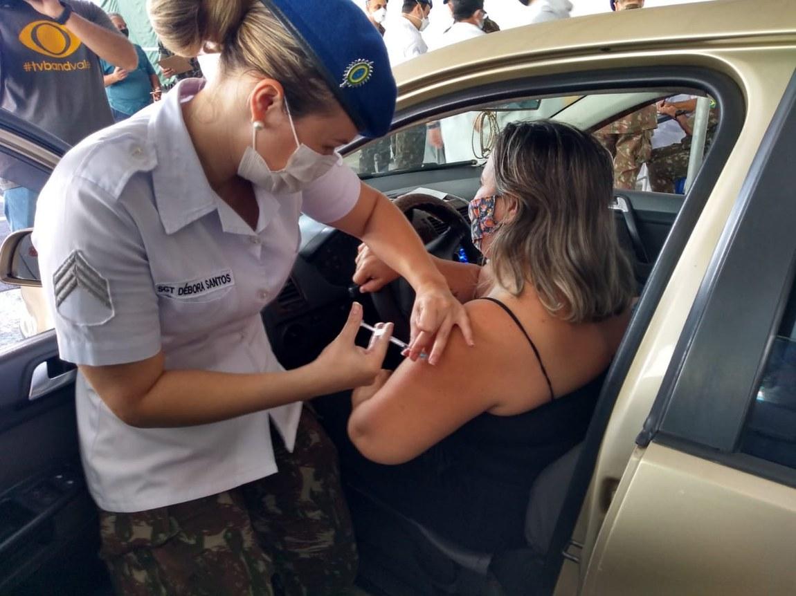Militares apoiam vacinação no interior de São Paulo