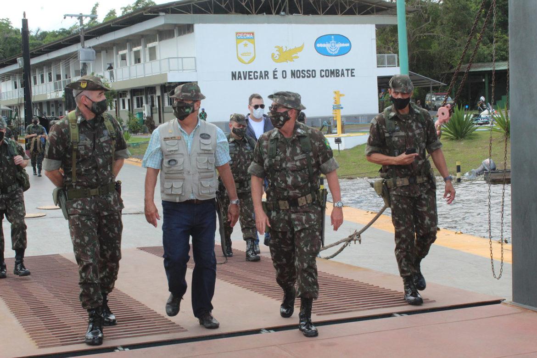 Centro de Embarcações recebe visita do Ministro da Defesa e Comandante do Exército