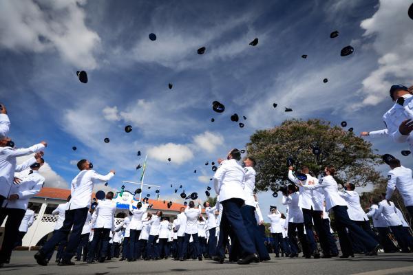 Escola de Especialistas de Aeronáutica forma 281 novos Sargentos