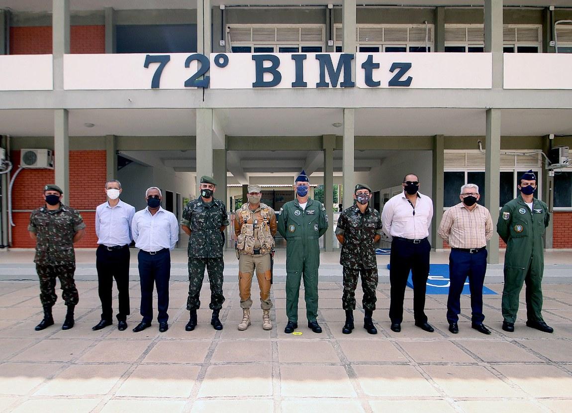 Atendimento a comunidades, por meio da Operação Carro-Pipa, é acompanhado por comitiva da Defesa