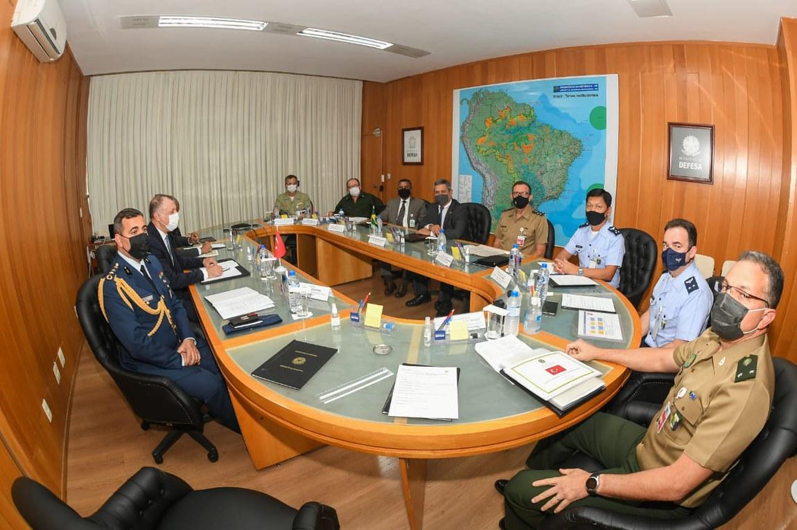 Brasil e Turquia discutem relações bilaterais no âmbito da Defesa