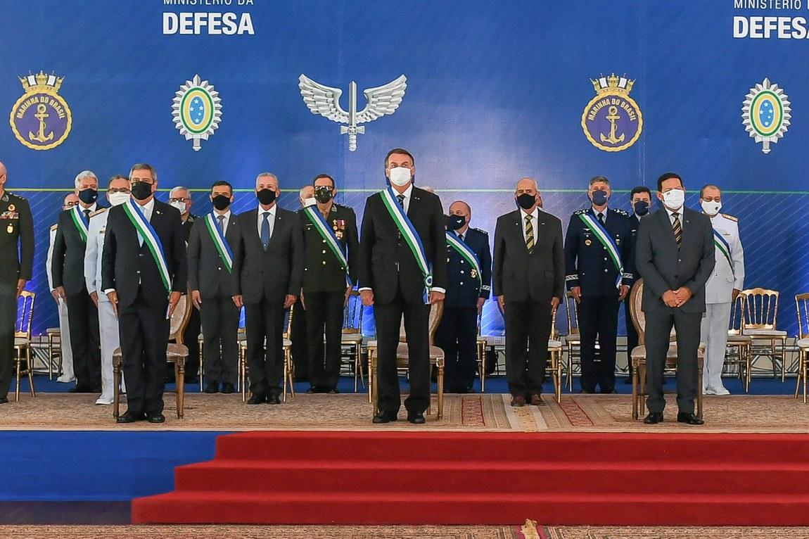 Cerimônia marca aniversário de 22 anos do Ministério da Defesa