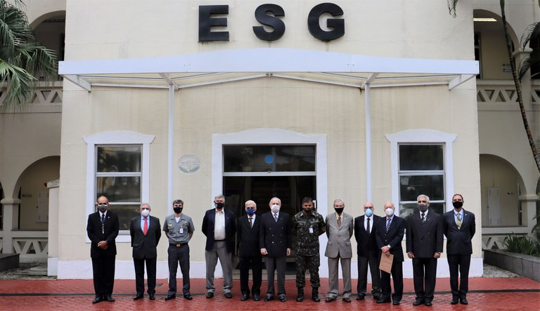 Comitiva da ADESG Nacional realiza visita à Escola Superior de Guerra
