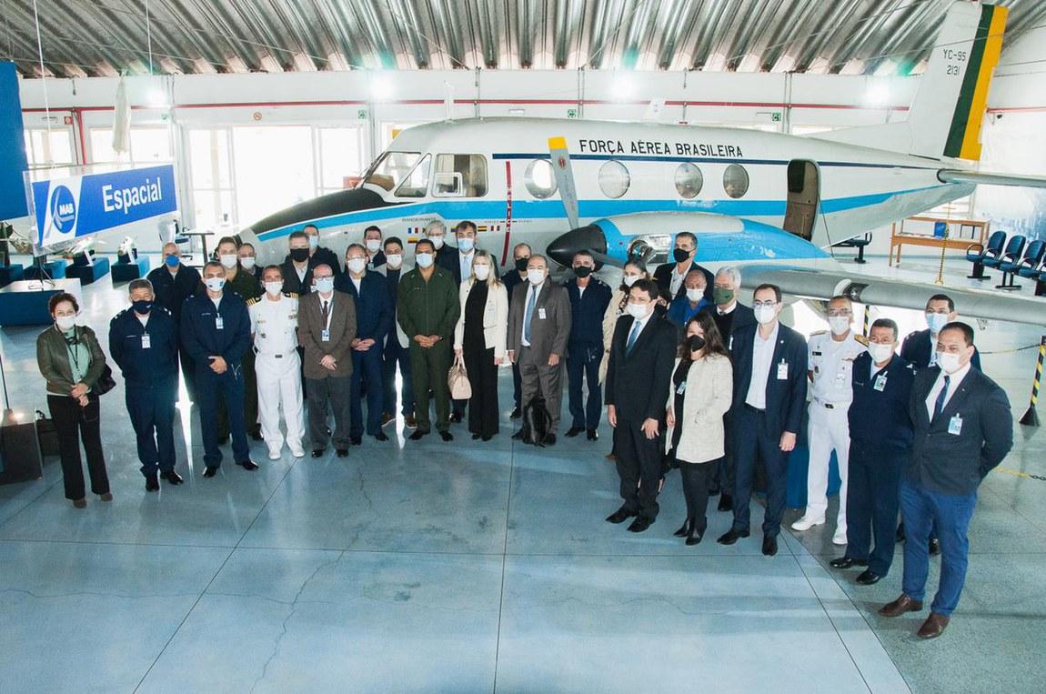 Comitiva interministerial visita instituições de pesquisa e ensino superior militar