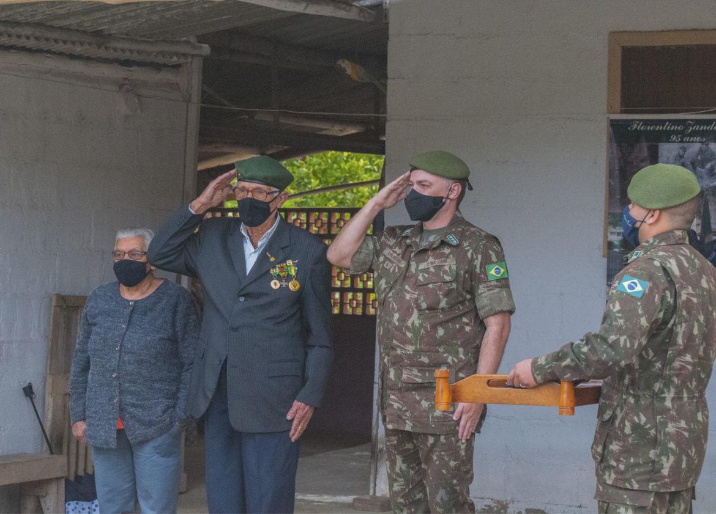 Batalhão de Engenharia homenageia veterano da Força Expedicionária Brasileira