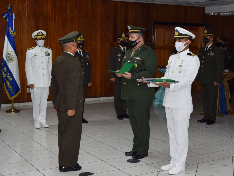 """Cerimônia de encerramento de cursos militares da Escola de Infantaria """"General Manuel José Arce"""""""
