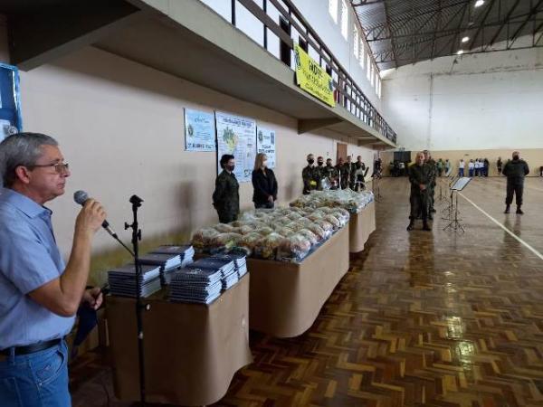 Organizações da FAB distribuem kits de alimentos e refeições à comunidade