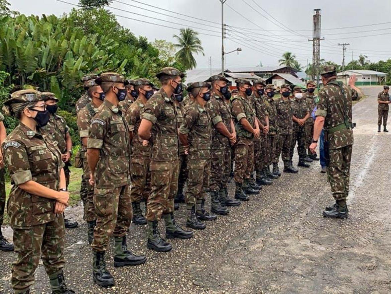 Pelotão de Fronteira recebe palavras do Comandante do Exército