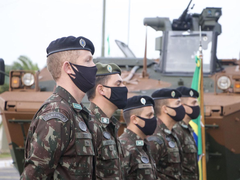 Exército Brasileiro apresenta uma viatura 6×6 Guarani na Argentina