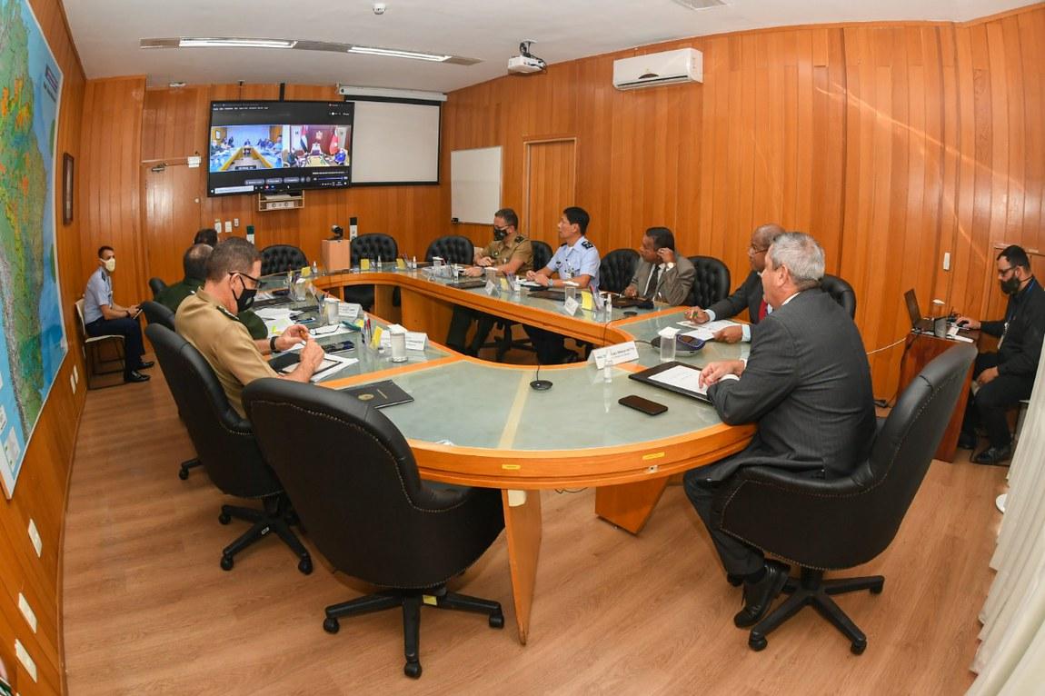 Ministros da Defesa do Brasil e dos Emirados Árabes Unidos participam de reunião virtual