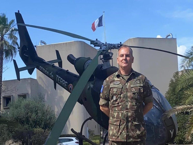 Oficial do Exército Brasileiro recebe brevê de piloto da Aviação do Exército Francês