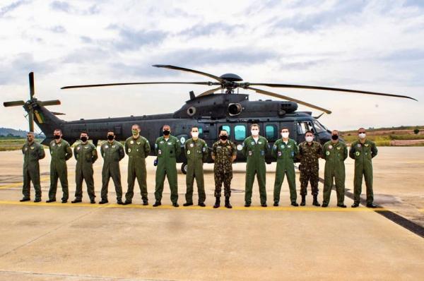 PAMA-SP realiza inspeção de helicóptero do Exército Brasileiro