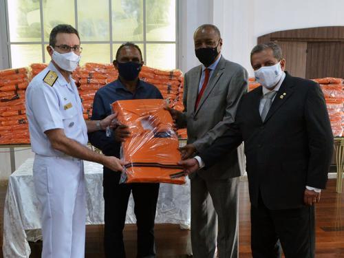 """Com1ºDN intensifica ações de segurança da navegação para Colônias de Pesca com campanha """"Salvando Vidas"""""""