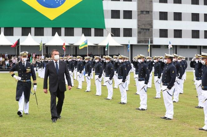 Presidente Jair Bolsonaro participa da entrega de Espadim da Marinha