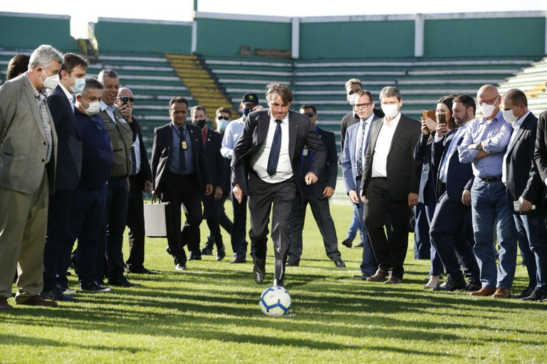 Presidente Jair Bolsonaro visita obras da Arena Condá