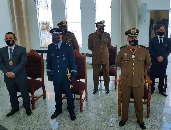 Solenidade comemorativa da PMMG condecora militares e personalidades
