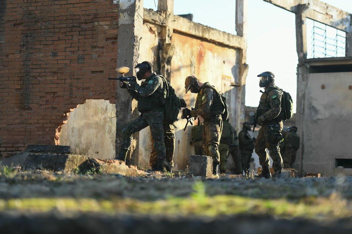Treinamento prepara militares para operações em ambiente urbano