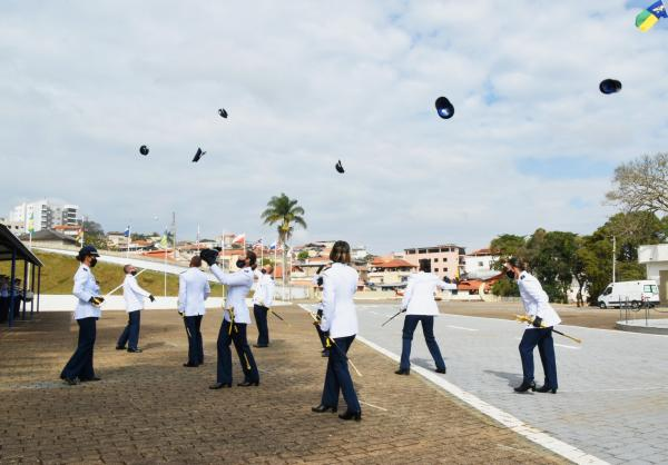Organizações Militares da FAB formam novos Aspirantes a Oficial