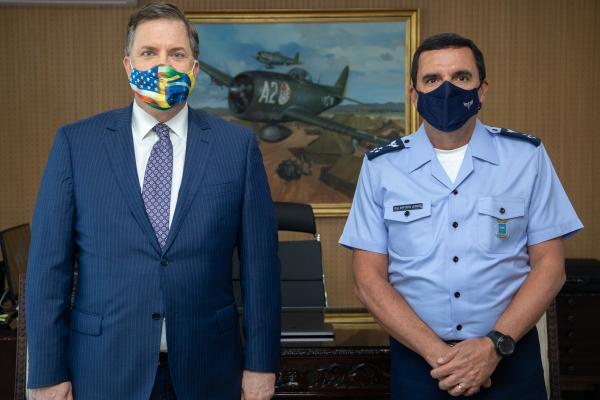 Comandante da Aeronáutica recebe Embaixador dos Estados Unidos