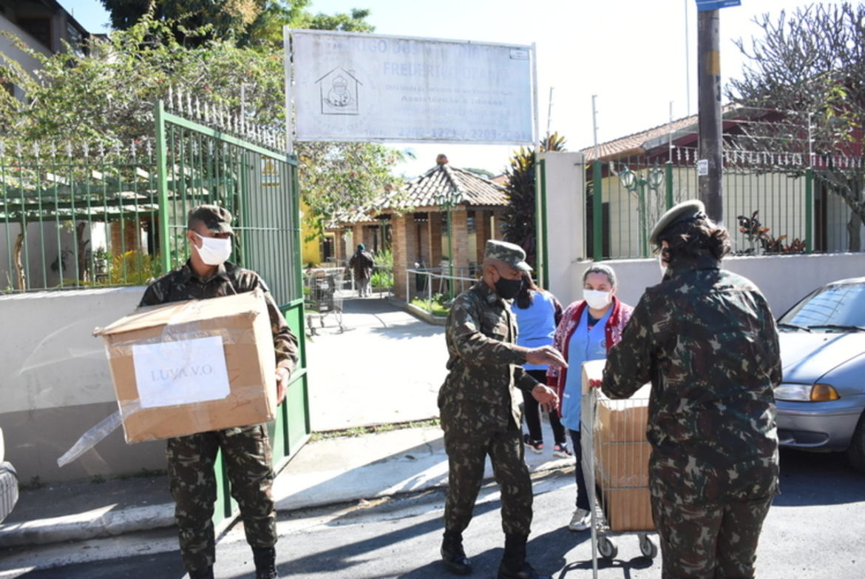 Exército entrega mais de 1 Ton de alimentos a entidades de SP