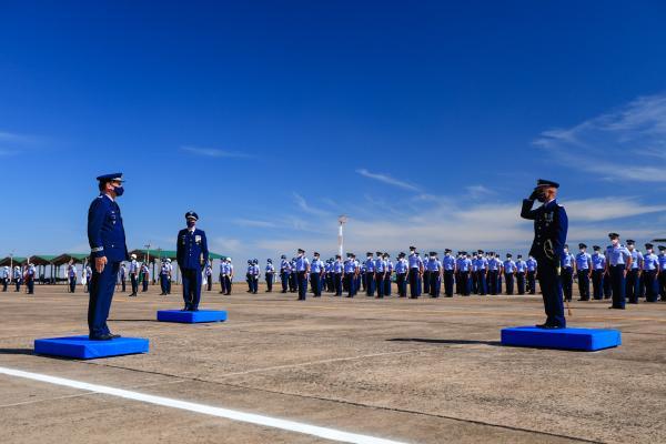 Cerimônia militar marca passagem de comando da Base Aérea de Campo Grande