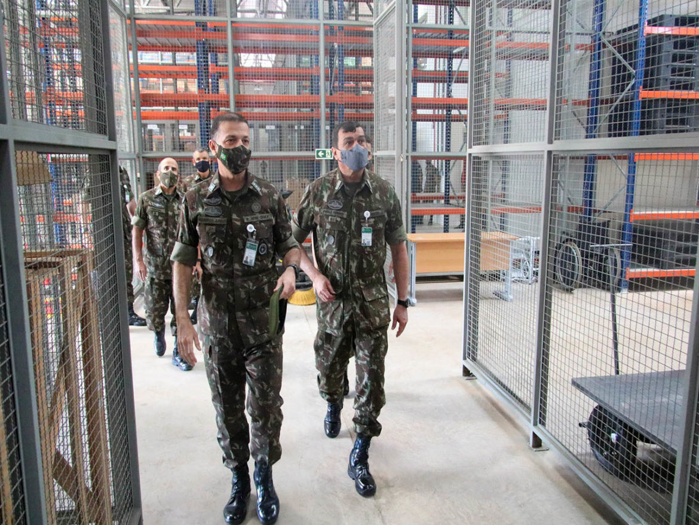 Comandante do Exército visita o Almoxarifado Central do Quartel-General do Exército