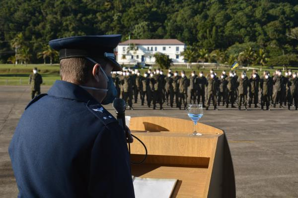 Comandante do Comando Aéreo Sul visita instituições em Florianópolis