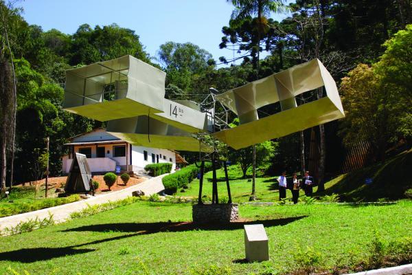 EPCAR homenageia Santos-Dumont com exposição virtual