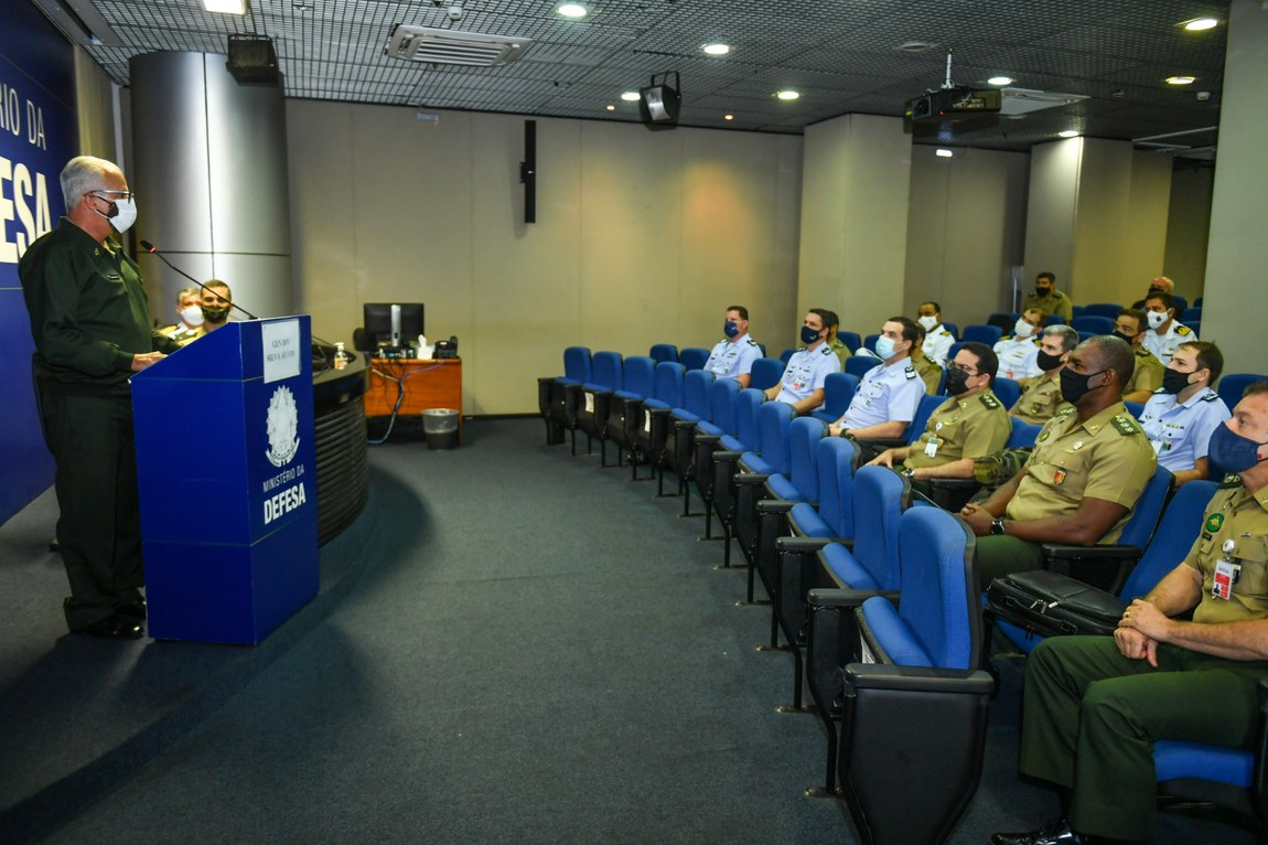 Oficiais Superiores das três Forças concluem Curso de Extensão de Logística e Mobilização