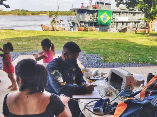 """Navio de Assistência Hospitalar """"Tenente Maximiano"""" presta apoio à população ribeirinha do Pantanal"""