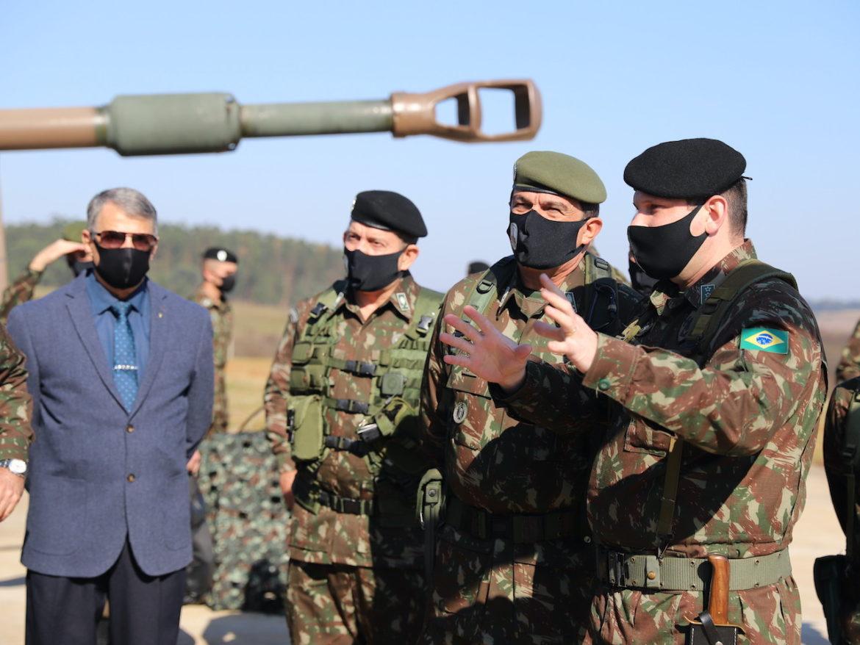 """Visita do Comandante do Exército e inauguração da """"Sala General Miotto"""""""