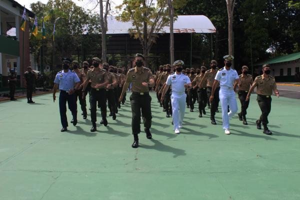 Militares da Força Aérea Brasileira concluem curso de Operações na Selva