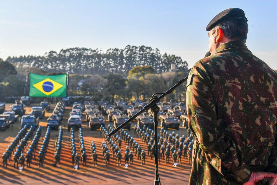Tropas de paz das Forças Armadas brasileiras são inspecionadas pela ONU