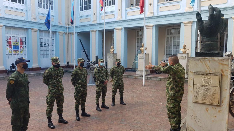 Visita de instrução ao Museu Militar da Colômbia