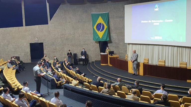Ministro da Educação profere palestra a alunos do CAED
