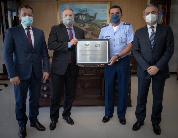 Comandante da Aeronáutica recebe visita dos diretores da Atech