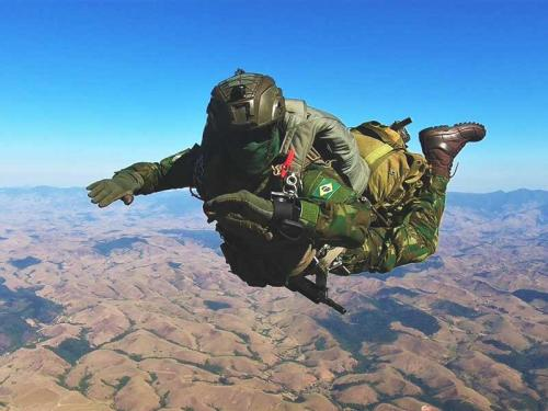 """Batalhão """"Tonelero"""" promove Adestramento de Salto Livre Operacional"""