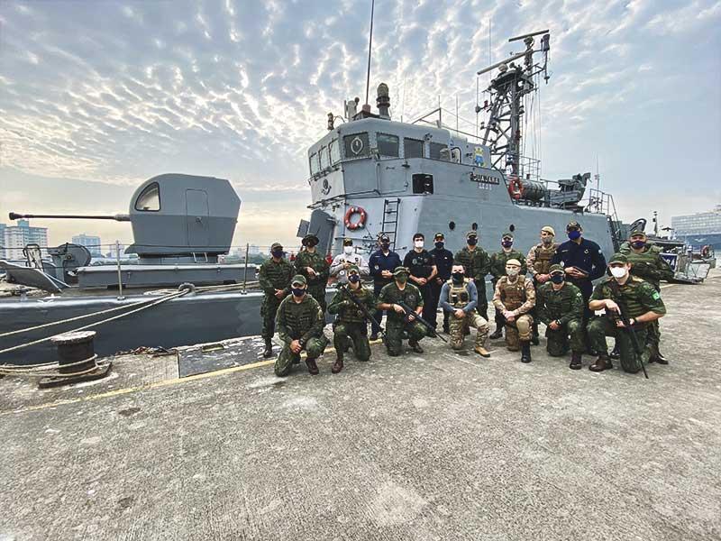 Centro de Operações de Paz de Caráter Naval conduz instrução sobre técnicas de abordagem e uso progressivo da força