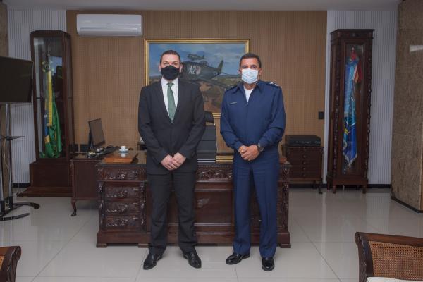 Comandante da Aeronáutica recebe visita do Diretor-Geral da Polícia Federal