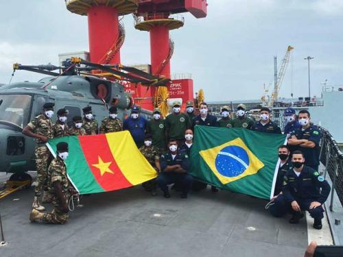 """Fragata """"Independência"""" realiza exercícios com a Marinha Nacional de Camarões"""