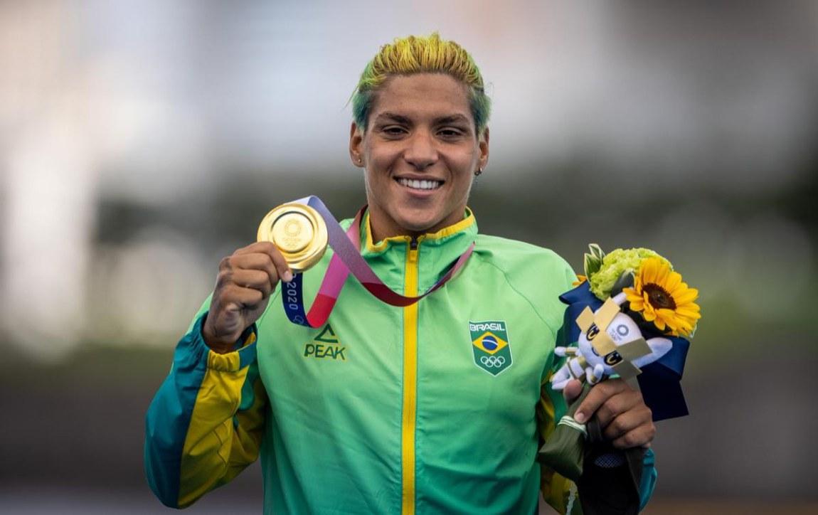 Militar Ana Marcela conquista ouro na maratona aquática