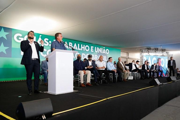 Presidente Jair Bolsonaro se encontra com lideranças em Goiânia