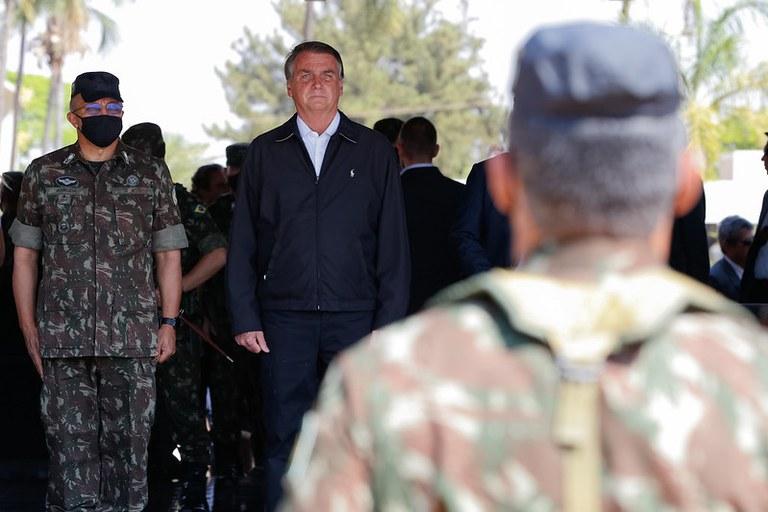 Presidente Jair Bolsonaro participa de troca no Comando de Operações Especiais do Exército