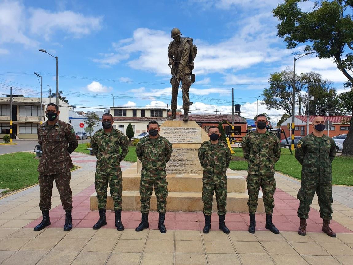 Na Colômbia, militares brasileiros ensinam a retirar explosivos do solo