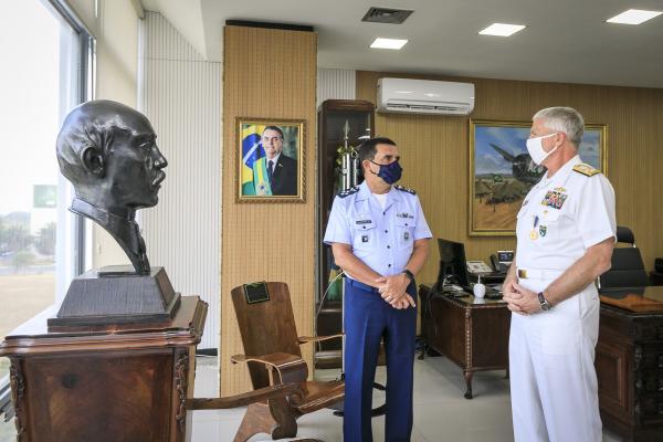 Comandante da Aeronáutica recebe visita do Comandante do Comando Sul dos EUA