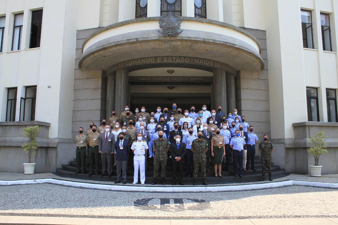 Evento promove interação entre o ensino das Forças Armadas e da Escola Superior de Guerra