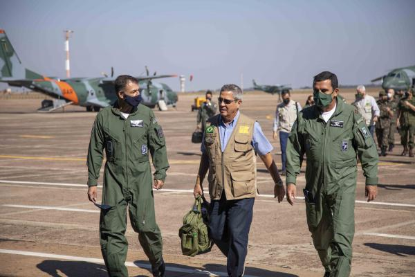 Ministro da Defesa e Comandante da Aeronáutica visitam instalações do Exercício Tápio
