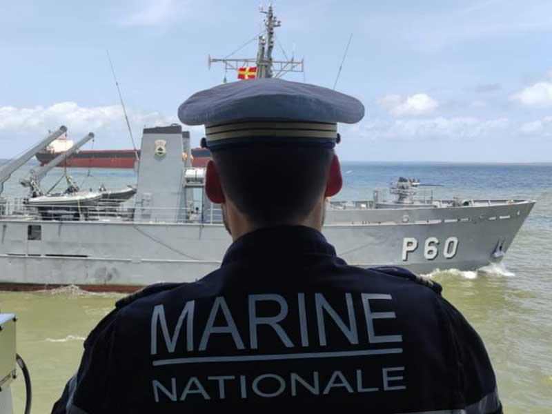 """Navio-Patrulha """"Bracuí"""" realiza exercício """"PASSEX"""" com navio da Marinha Nacional da França"""